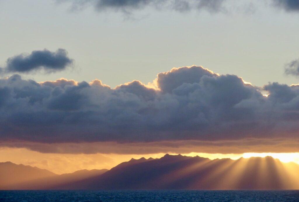 Sydamerika. Eldslandet. Södra Argentina. Här ser himlen ut att brinna innan solen går upp-