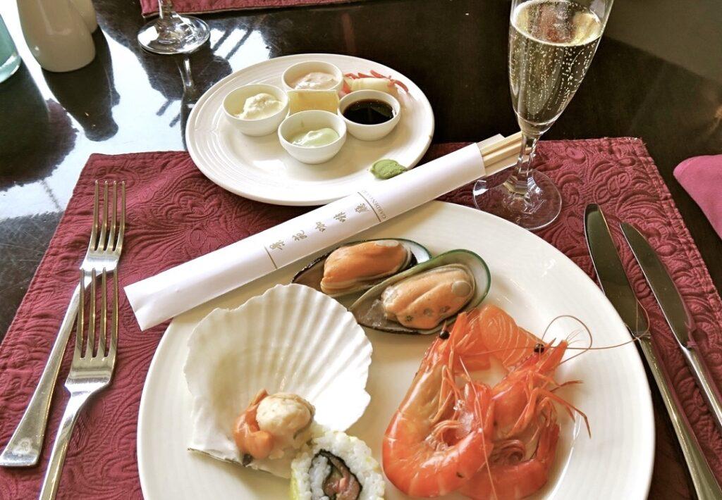 Peking. St. Regis hotell. Myas kan vara att njuta av god mat. Champagnebrunch