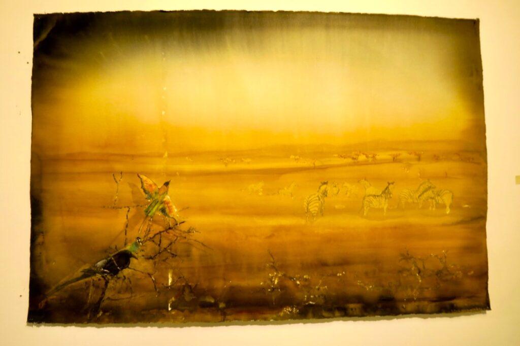 Karlstad. Sandgrund. Lars Lerina. Här på målningen av savannen ser det ut att brinna på olika sätt.
