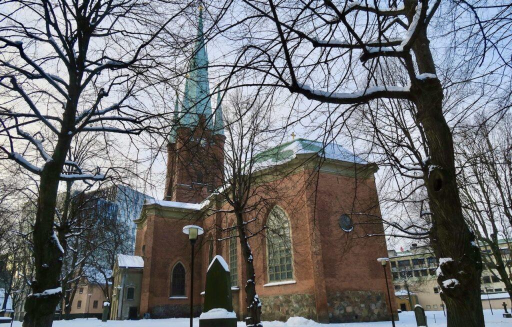 Stockholm. Framme vid S:ta Clara kyrka med min hjälpande hand. Alltså jackorna-