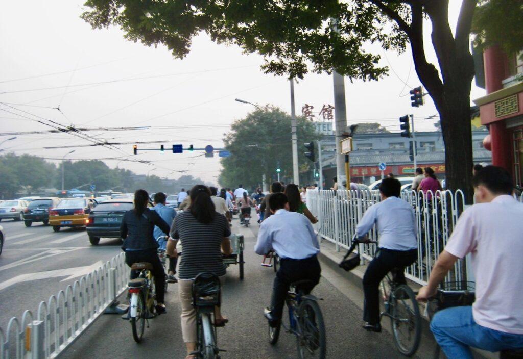 Peking. KIna. Att cykla här går förvånansvärt smidigt. Lugn takt och hänsyn gäller.