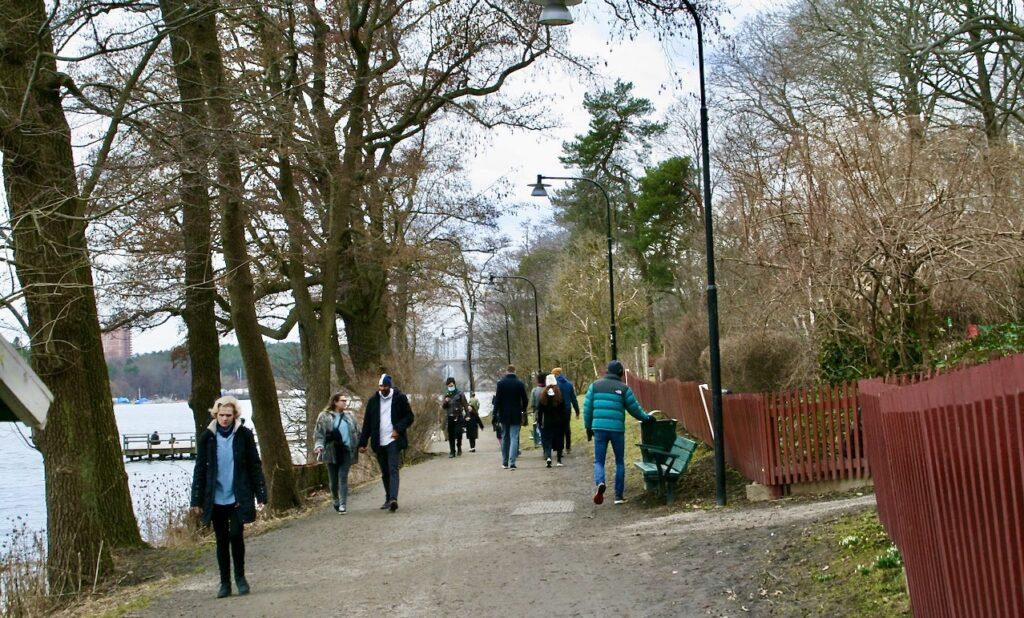 Stockholm. Södermalm. Årstaviken. På vägen hem mötte jag en hel del andra promenadentusiaster.