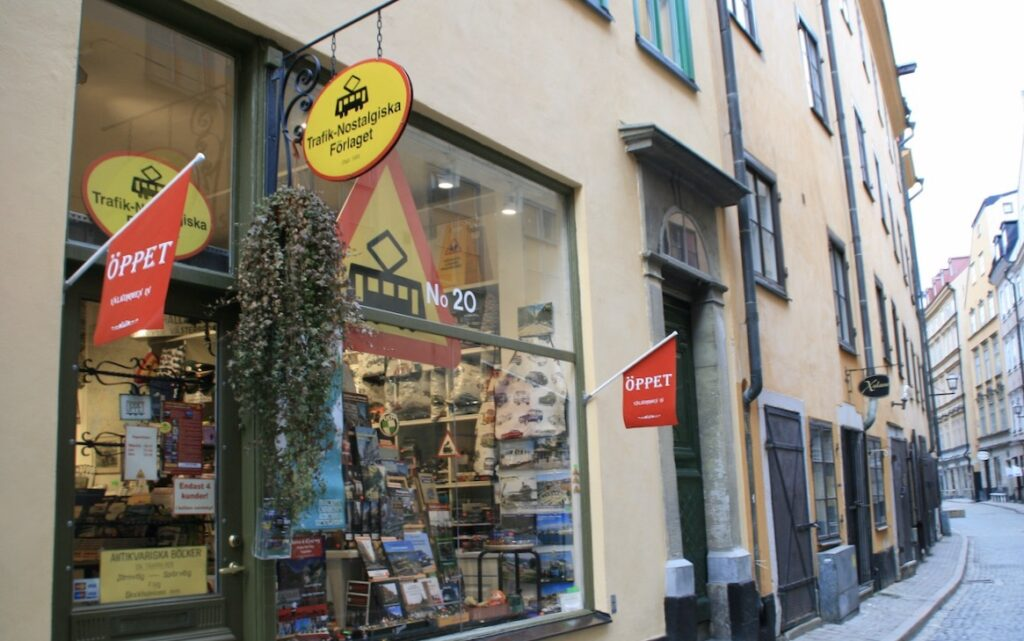Stockholm. Gamla stan. På Österlånggatan, en av mina favoritgator, i Gamla stan ligger Trafik- Nostalgiska Förlaget. Gör gärna ett besök här.