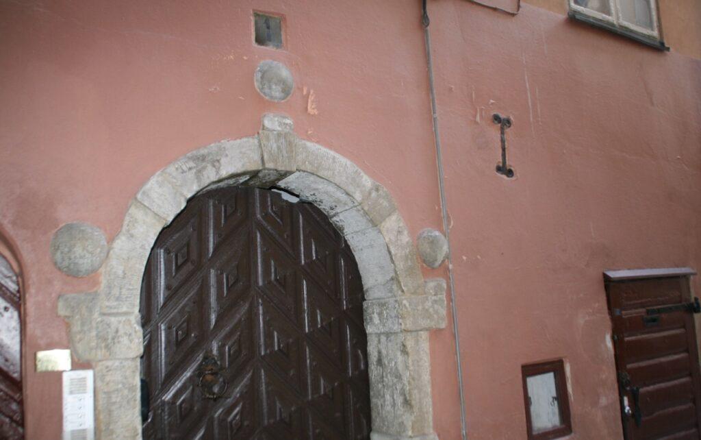Stockholm Gamla Stan. En av de enklare portaler som det fanns många av här i mitten av 1600-talet