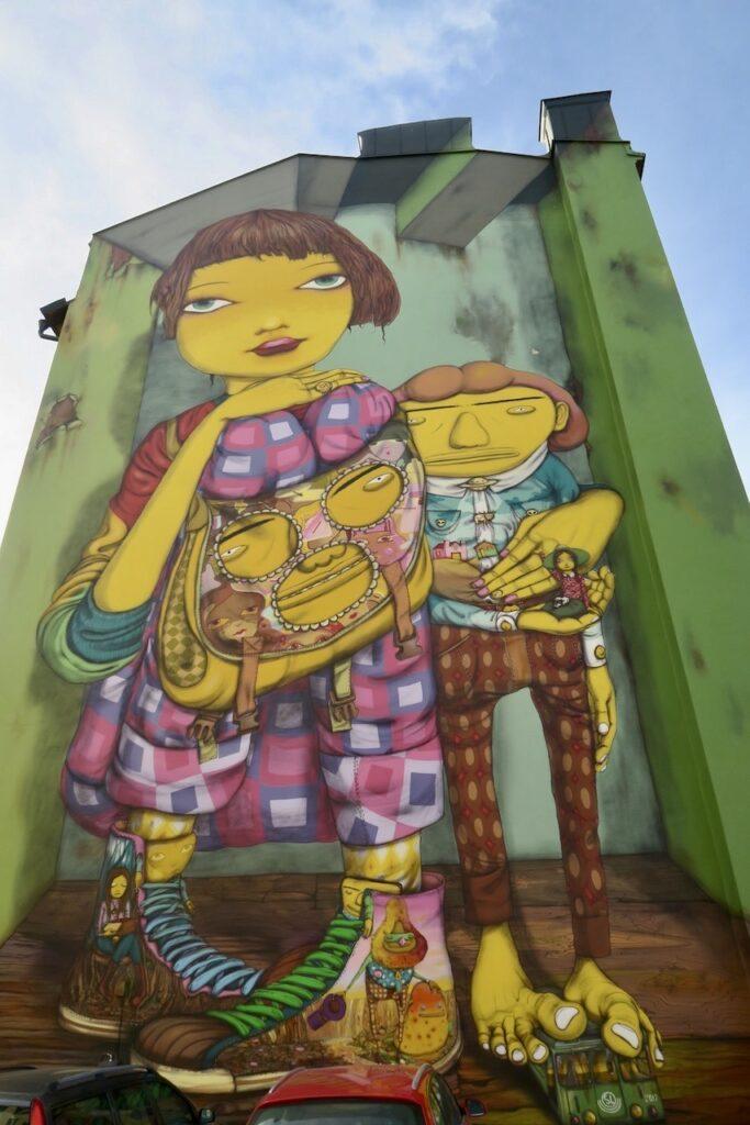 Stockholm. Södermalm. Fiskargränd. Muralmålningen har många detaljer.