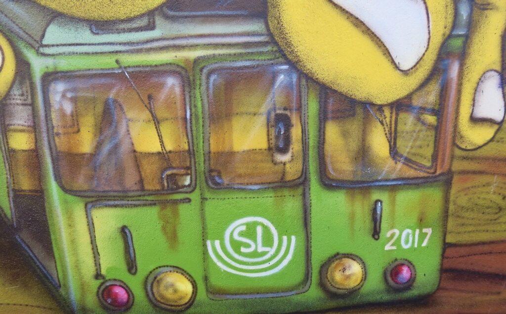 Fiskargatan. Stockholm. Södermalm. Ett av veckan möten med många detaljer blev det med muralmålningen här.