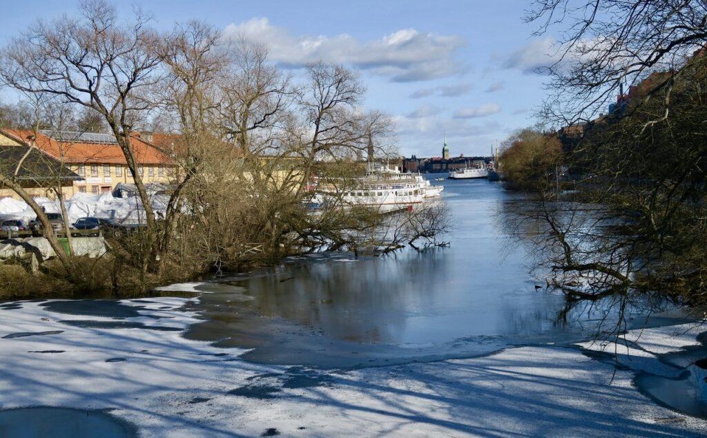 Södermalm. På väg till Långholmen via Pålsundsbron.