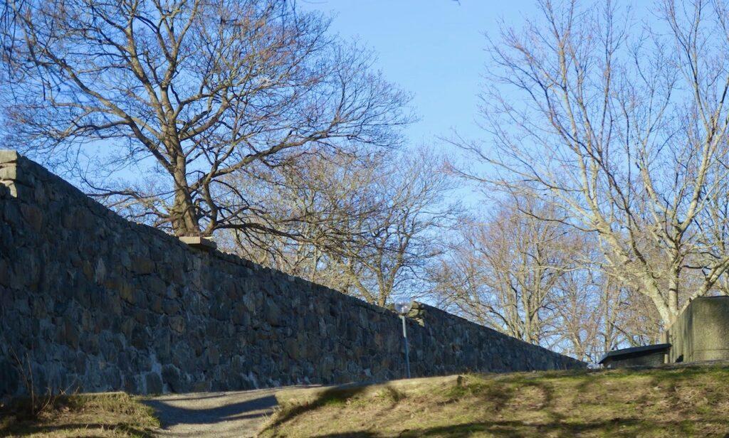 Stockholm.Lika ljuvligt väder när vi lämnade Långholmen som det varit när vi började vår vandring vid Slusen tidigare på dagen.