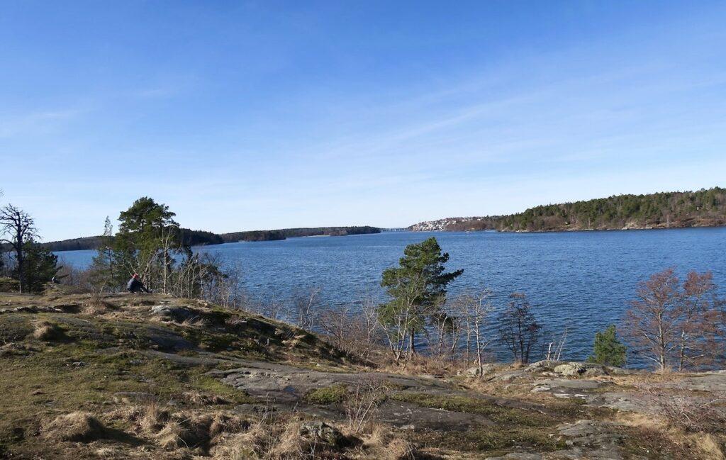 Stockholm. Mälaren och på väg mot Mälarhöjden. På okänd mark men väldigt vackert och trevligt.