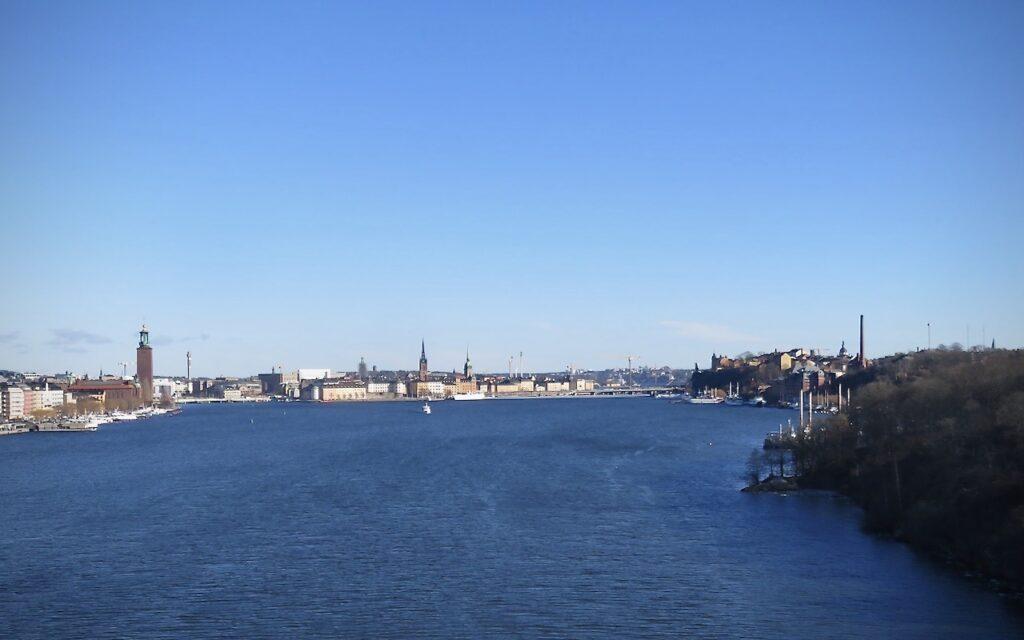 Stockholm. På väg över Västerbron från Södermalm till Kungsholmen.