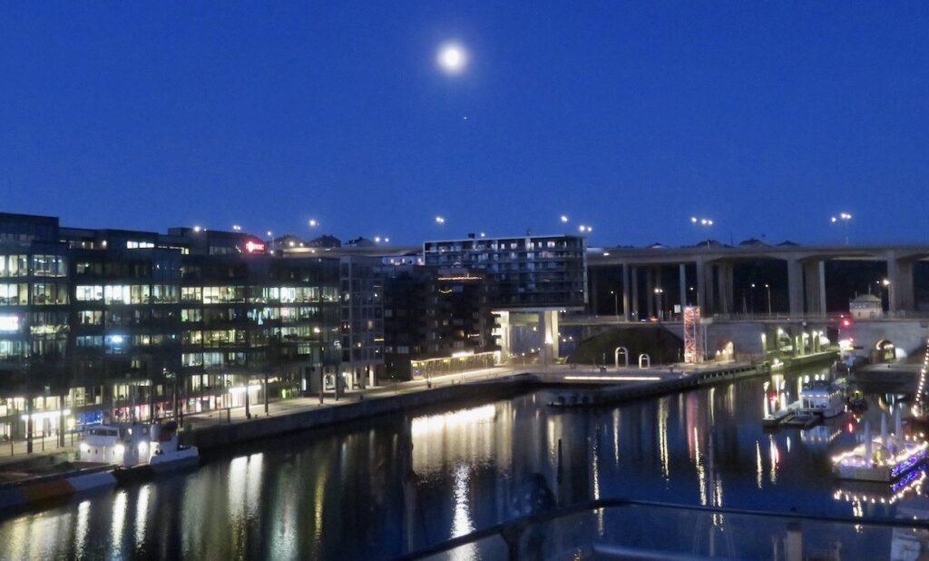Stockholm. Södermalm. Norra Hammarbyhamnen.En vacker morgon denna vårvinter