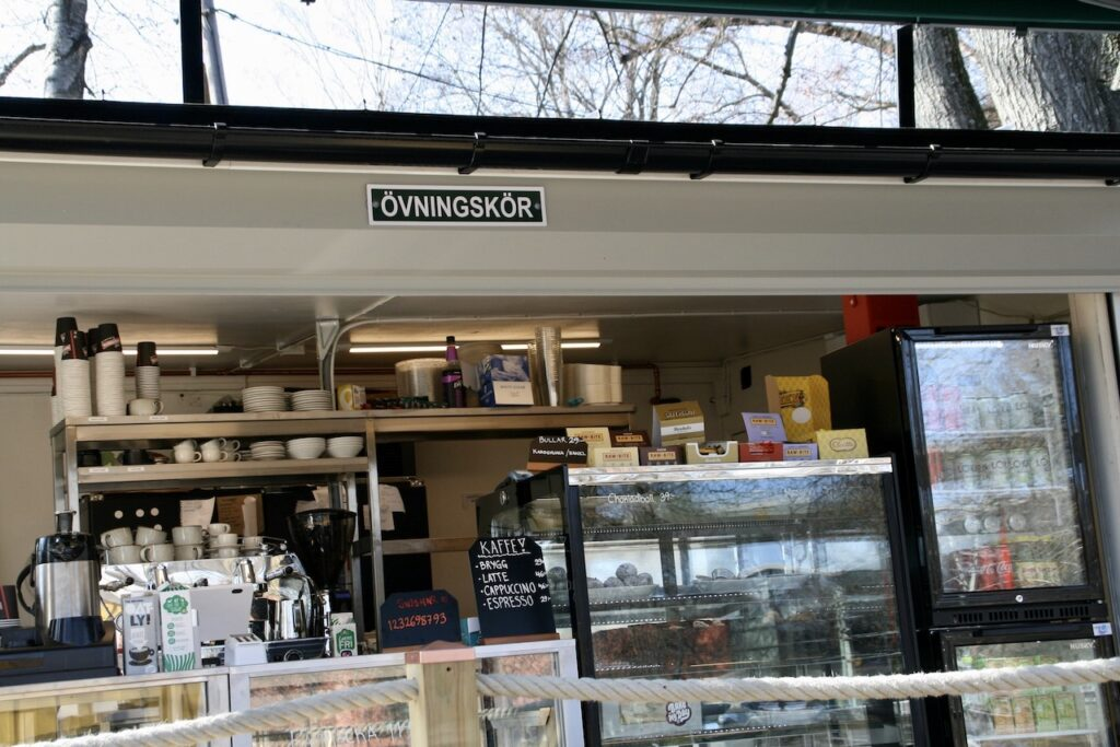 """Stockholm. Södermalm. Årstaviken. """"Övningskör"""" en tydlig och bra upplysning om att man håller på att komma igång."""