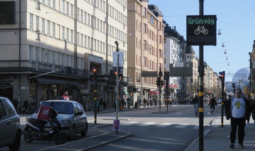 """Stockholm. Södermalm. Götgatan. Sktlt som ger upplysning om """"grön våg"""""""