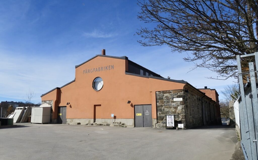 Stockholm. Liljeholmen. Lövholmen. I det gamla industriområdet ligger Färgfabriken.. En konsthall, restaurang och café.