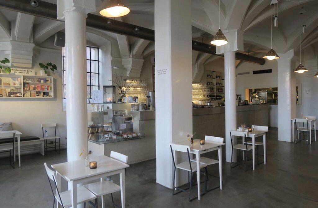 Stockholm. Liljeholmen. Färgfabriken och kaféet här rekommenderas.