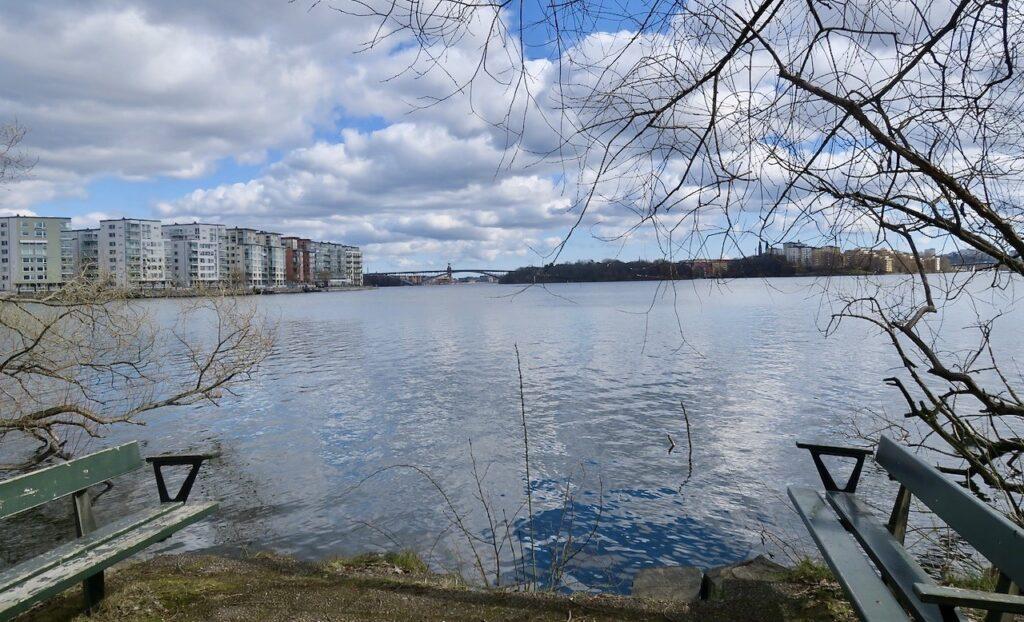 Stockholm. Vi tar oss ner till Mälaren och tar oss an Stora Essingen i högervarv.