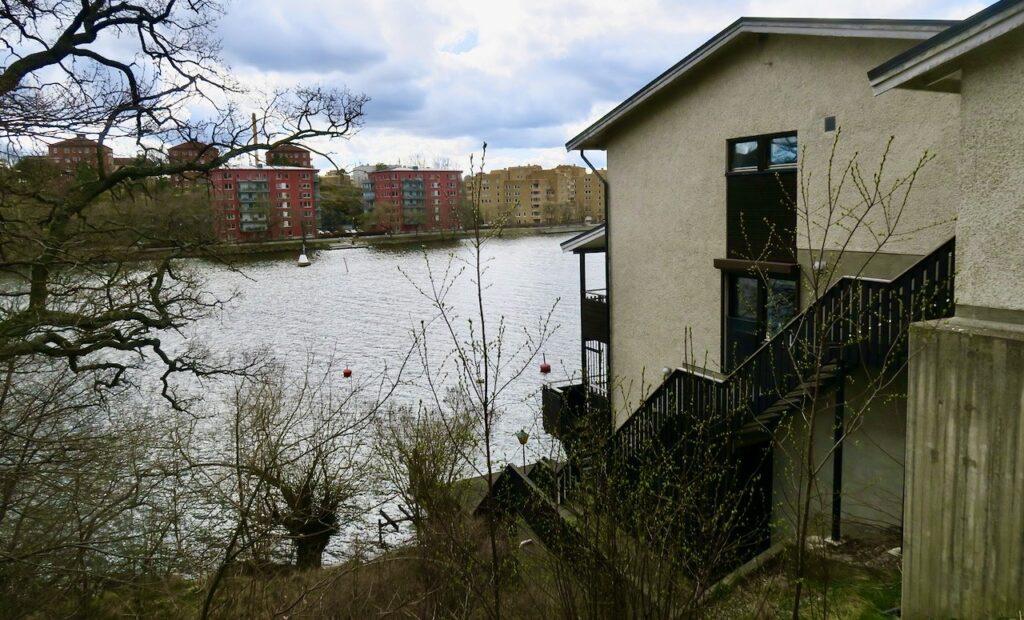 Stockholm. Stora Essingen. Villor, rad och kedjehus dominerar bebyggelsen.