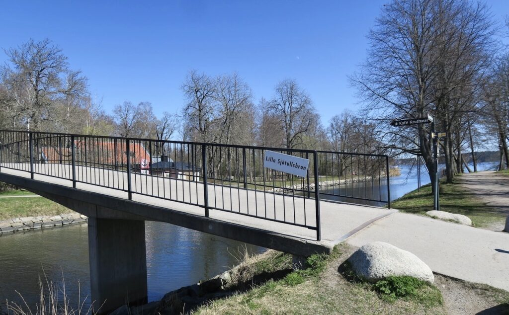 Stockholm. Lilla Sjötullsbron är en av broarna som korsar Djurgårdsbrunnskanalen.