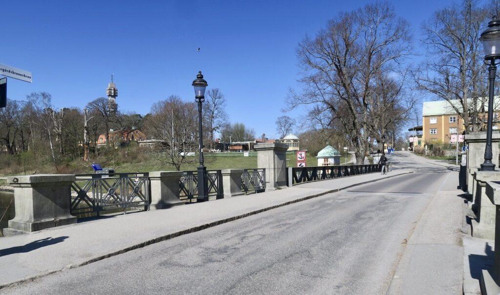 Stockholm. Djurgården. Över Djurgårdsbrunnskanalen leder här Djurgårdsbrunnsbron.