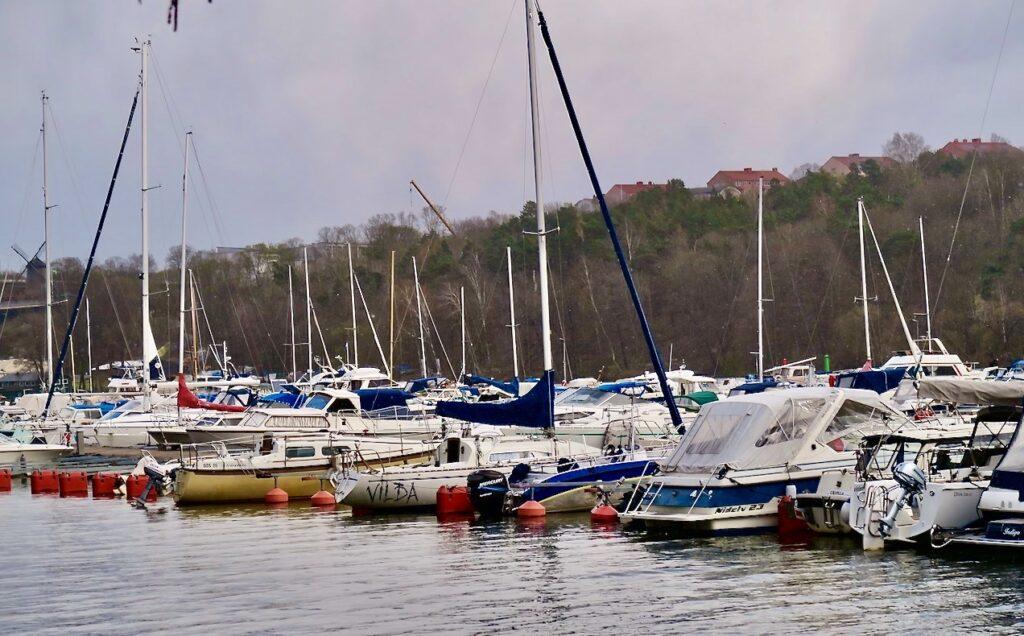 Stockholm. Södermalm. Årstaviken. Sista helhen i april brukar vara en stor sjösättningshelg. Så även denna,