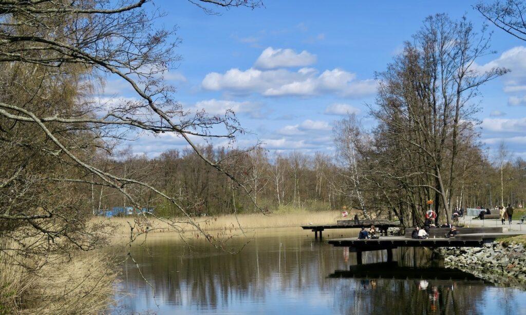 Stockholm. Norra Djurgårdsstaden bjuder på fina miljler och med den norra delen av kungliga Djurgården på andra sidan vattnet.