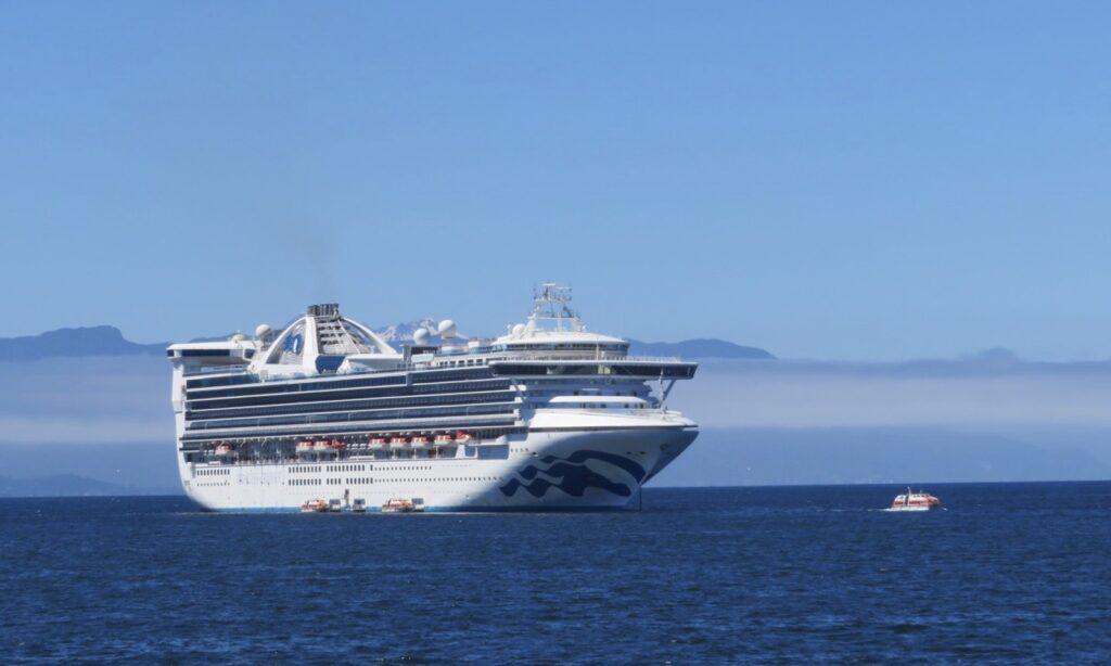 Sydamerika. Chile. Det här kryssningsfartyget, Star Princess höll vi på att missa p.g.a. en bilolycka.