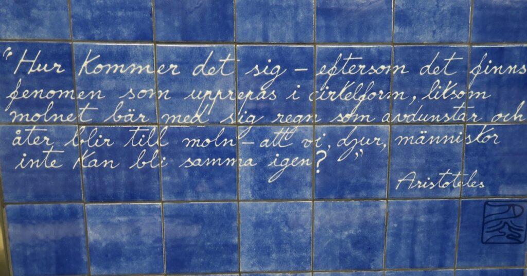 Stockholm. Universitetets tunnelbana. Aristoteles är en grekisk filosof som också på många sätt varit vägvisare