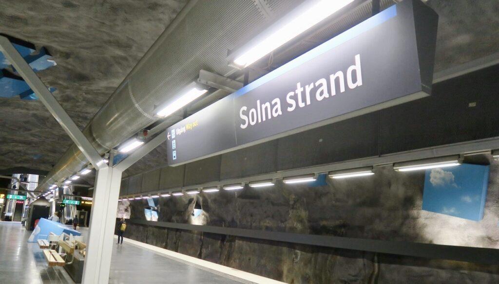 Solna strand. Här ligger tunnelbanestationen i bergrummet 28 m inder markytan