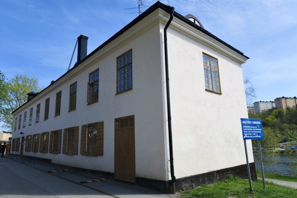 Solna. Karlberg. Fatburen som hör till Karlberg slott.