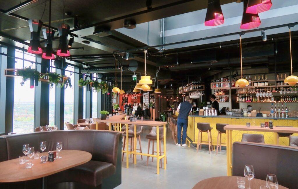 Stockholm. Sjöstaden Skybar. En del av restaurangen
