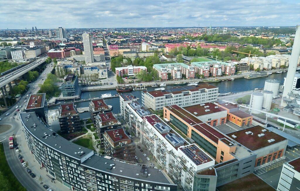 Stockholm. Sjöstaden Skybar. Här uppifrån har man god utsikt över i stort sett hela Stockholm. Här en vy norrut.
