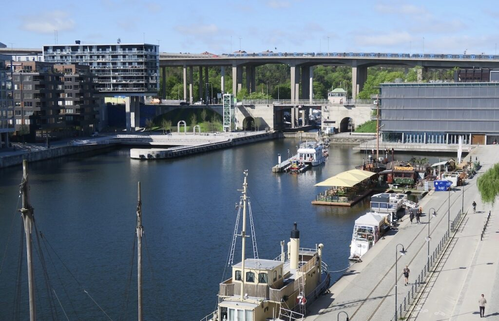 Stockholm. Södermalm. Skanstull. Norra Hammarbyhamnen. Utsikt uppifrån balkongen