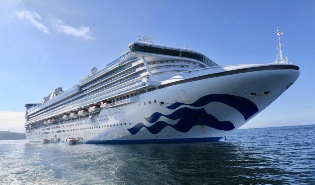 Stilla Havet. Fartyget Star Princess har rejäla stabilisatorer som gör att det i hård vind ska gunga mindre.