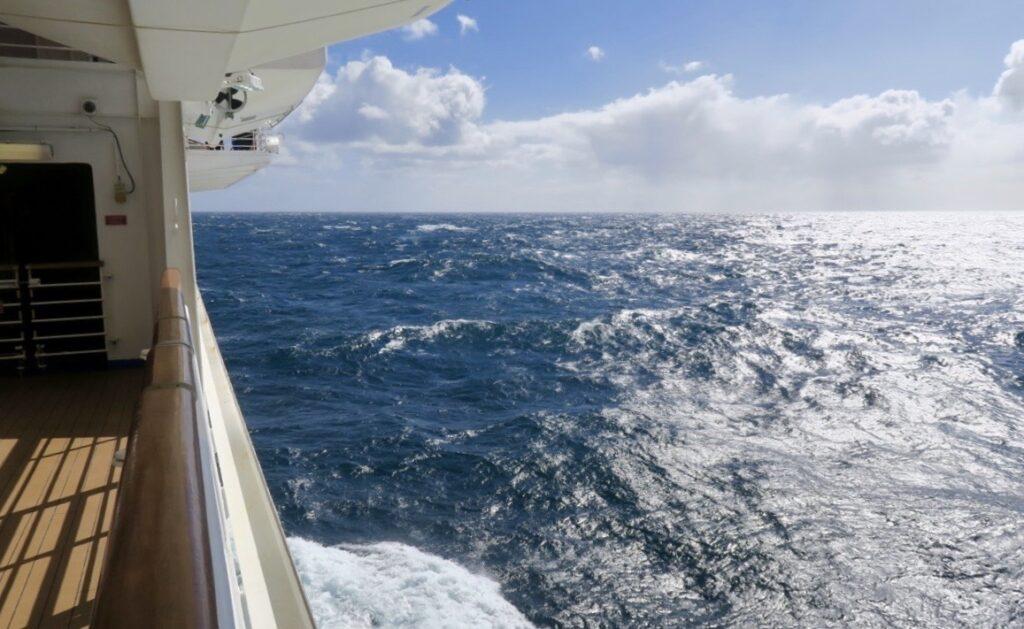 Stolla havet. På väg mot Kap Horn. Här kom det att gunga rejält i stormen-
