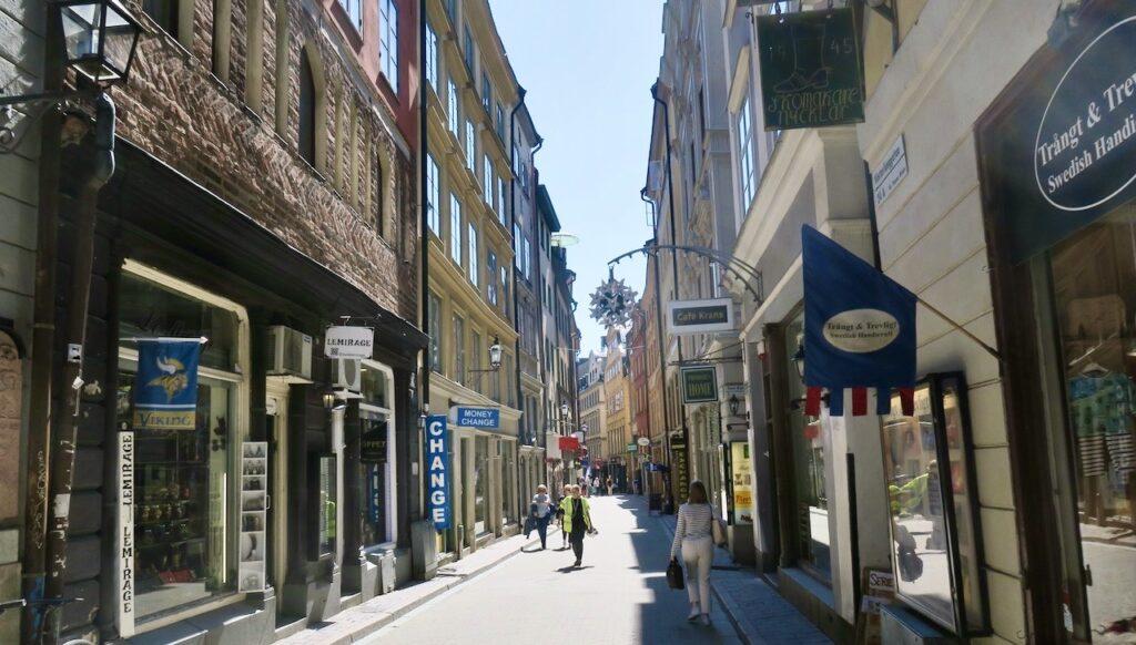 Stockholm i går. Gamla stan. Västerlånggatan- Några besökare såg vi-