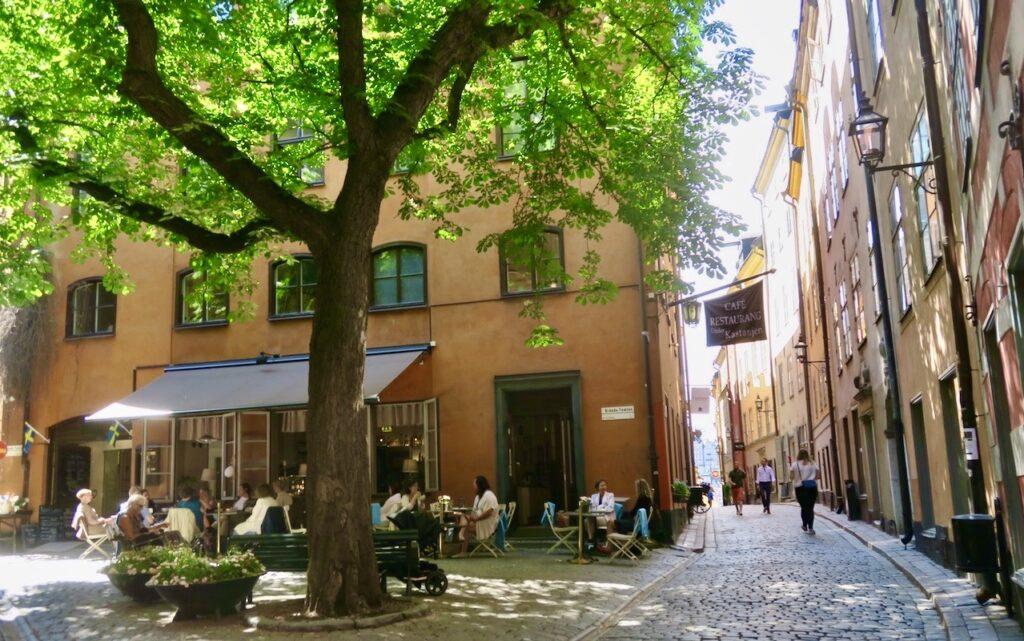 Stockholm i går. Gamla stan och det lilla torget Brända tomten med caféet Under kastanjen-