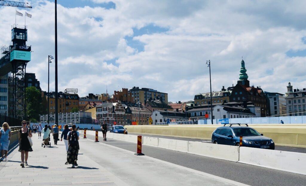 Stockholm i går. Slussen och Slussbron. Gott om plats för alla.