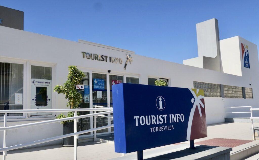 Spanien-. Turistinformationen i Torrevieja har tydliga skyltar så det är lätt att hitta hit-