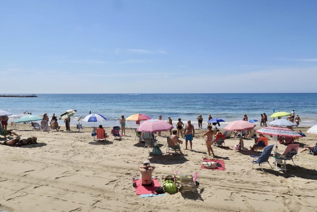 I Torrevieja är tillgången på stränder stor. Här Playa del Cura inne i centrum.