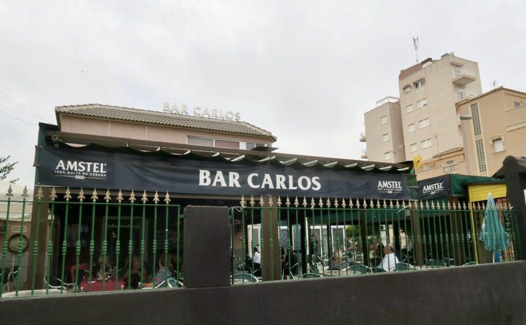 Torrevieja. Lördag kväll. Middag men vänner på Bar Carlos.
