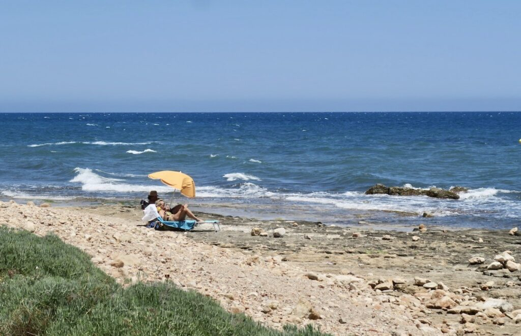 Torrevieja. En skön söndag på stranden med Medelhavet helt nära.