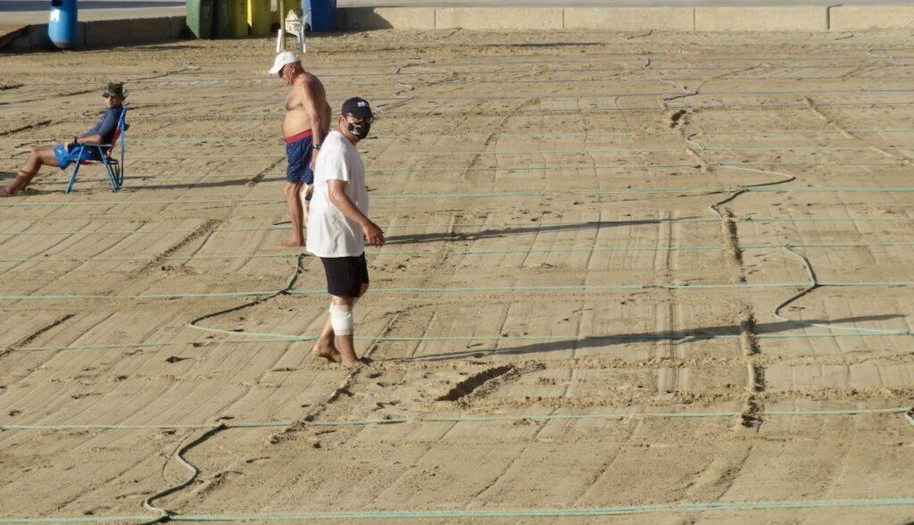 Torrevieja. Playa del Cura. Här finns anställda som ser till att det blir inrutat.