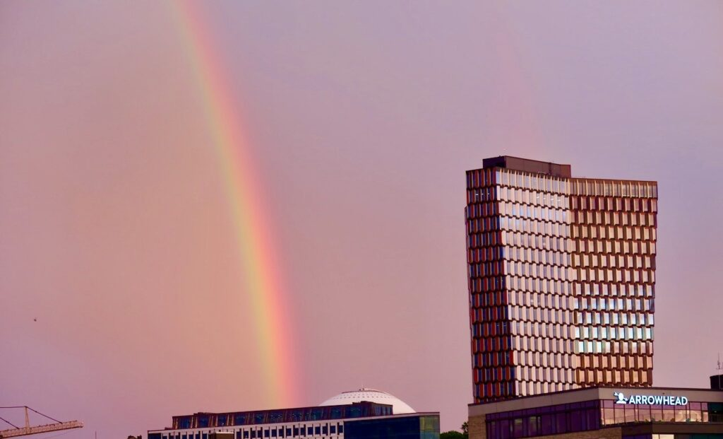 Stockholm. Södermalm. Ytterligare ett fint möte. Men en regnbåge som gick i en halvcirkel.