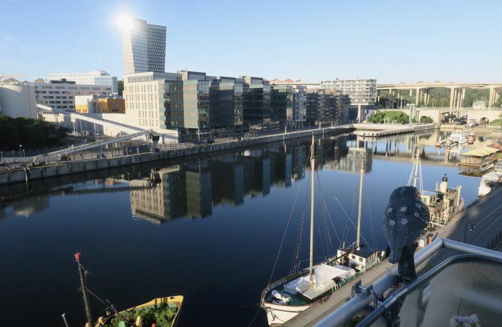 Stockholm. Norra Hammarbyhamnen. Hammarbykanalen. En stilla och vacker morgon här hemma på Söder