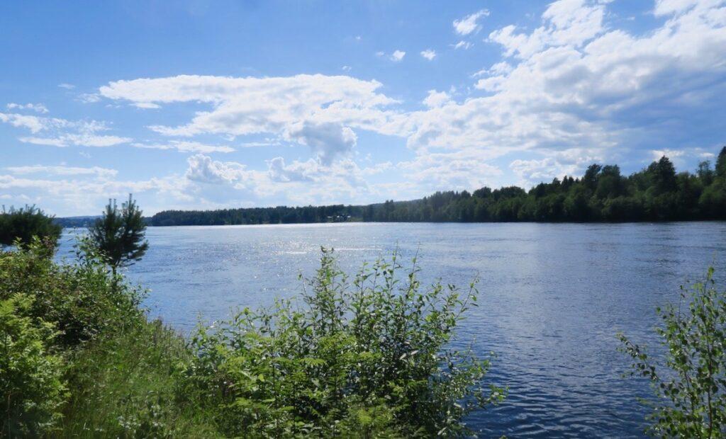 Medelpad. En hälsning från Indalsälven vid Hästudden strax norr om Timrå.
