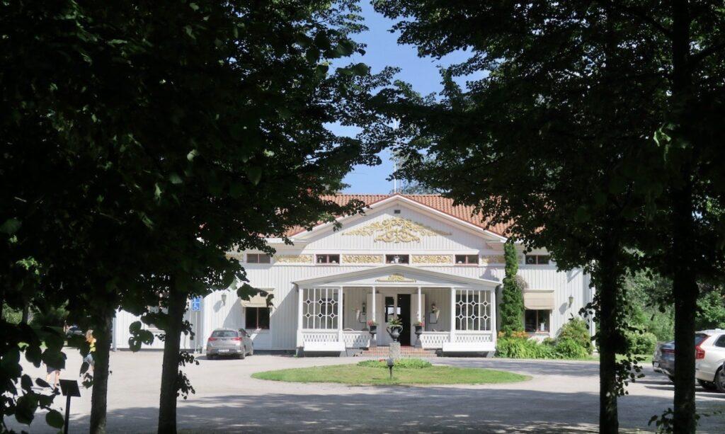 Svartviks herrgård strax söder om Sundsvall är ett perfekt stopp på resan från Stockholm till Örnsöldsvik