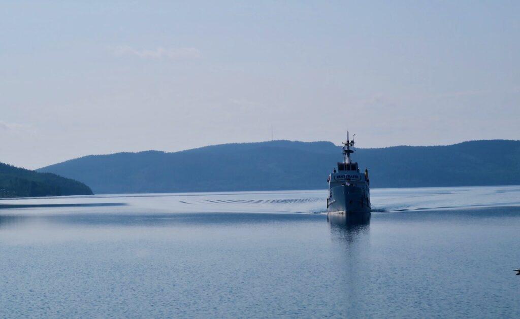Höga kusten. Ångermanland. Docksta Väntar på kusttrafikens båt för att åka ut till Ulvön
