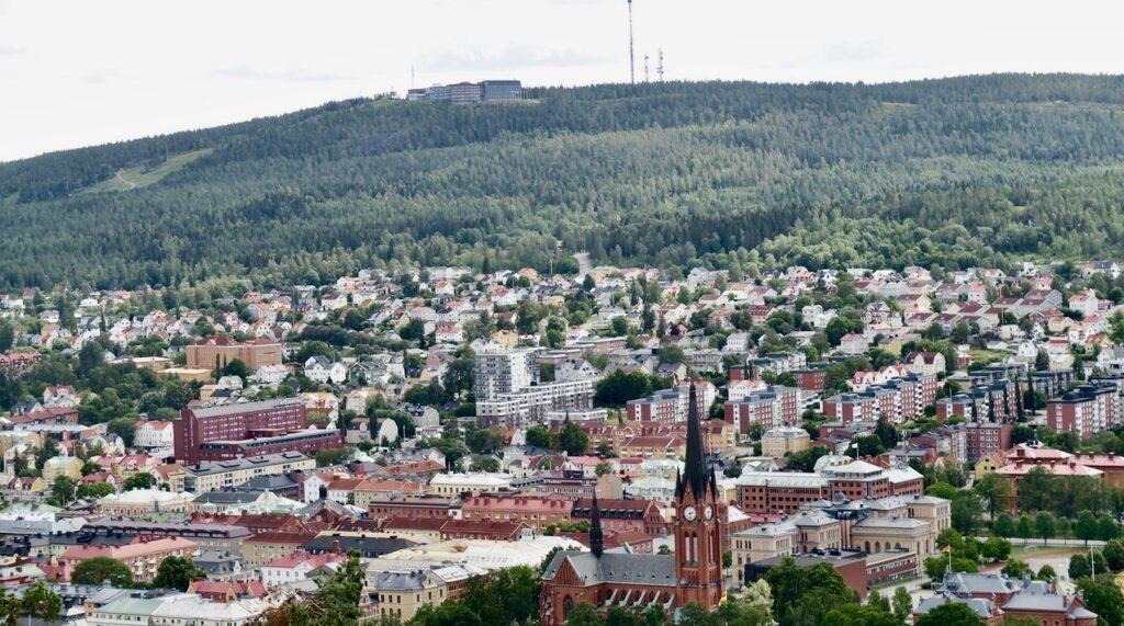 Sundsvall. Ett fint stopp blev det uppe på Norra Stadsberget. Utsikt över till Södra Stadsberget.