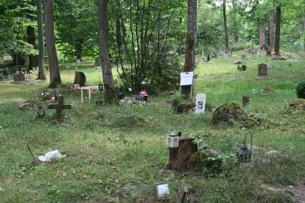 Stockholm. Djurgården. Djurkyrkogården. Jag tog ett varv runt här för att titta innan vi gick vidare.