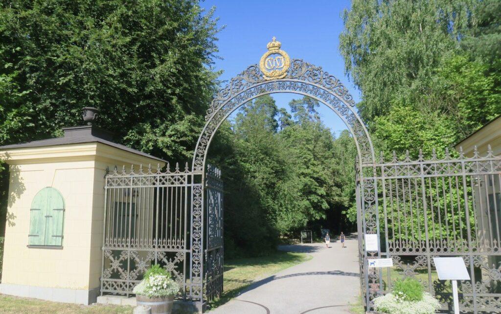 Haga norra. Solna. Träff i Hagaparken och grindarna är en bra mötesplats.